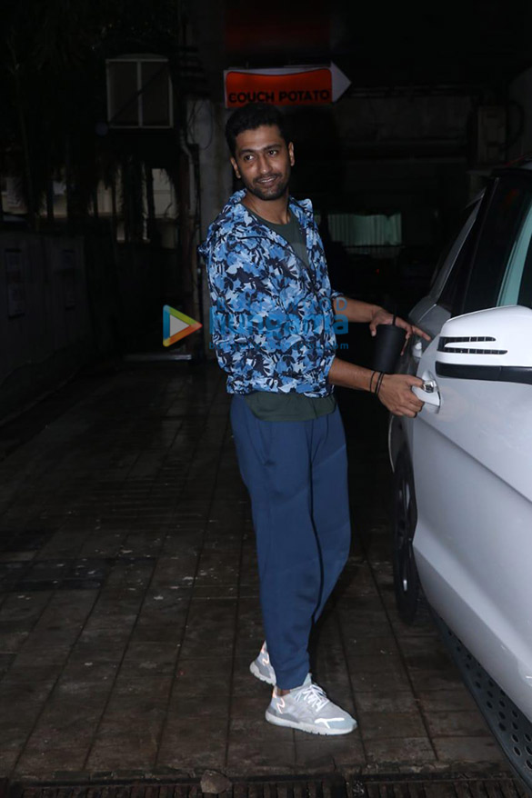 Photos Vicky Kaushal spotted at a dance class in Andheri (3)
