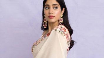 Janhvi Kapoor proves that beauty lies in simplicity as she dons an elegant Tarun Tahiliani saree