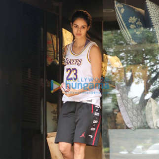 Photos: Disha Patani snapped at a store in Juhu