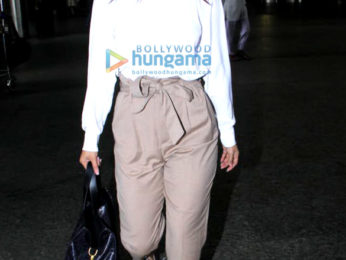 Photos: Janhvi Kapoor, Shraddha Kapoor, Shahid Kapoor and others snapped at the airport