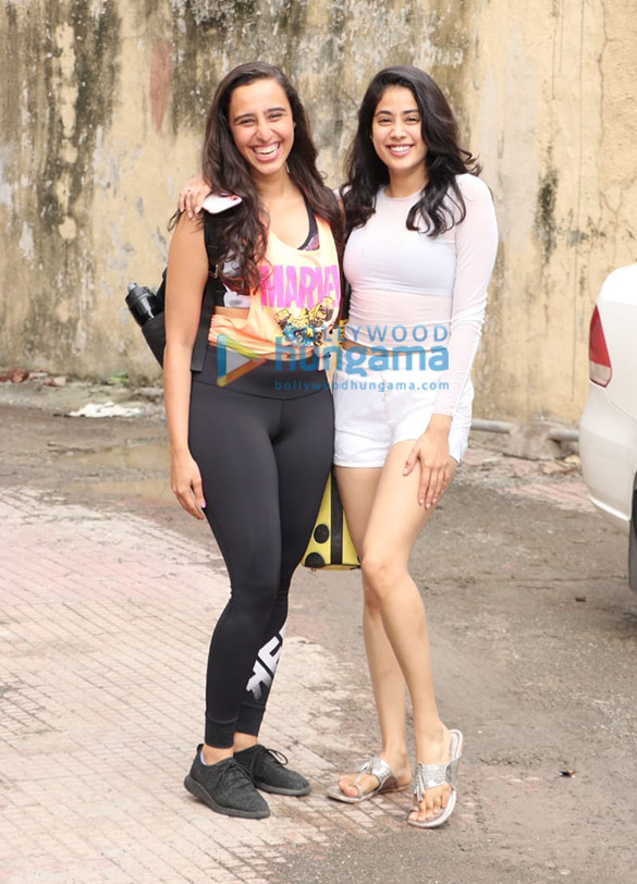 Photos Janhvi Kapoor and Namrata Purohit spotted at the gym (2)