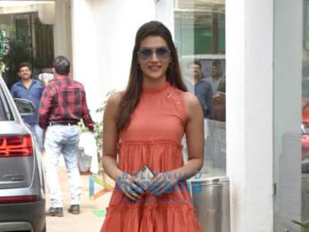 Photos: Kriti Sanon snapped at a dubbing studio in Juhu