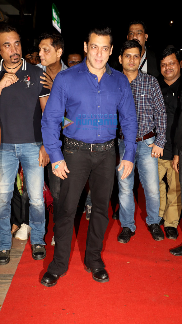 Photos Salman Khan, Madhuri Dixit, Mohnish Bahl and others snapped at Hum Aapke Hain Koun..! 25 years celebration (9)