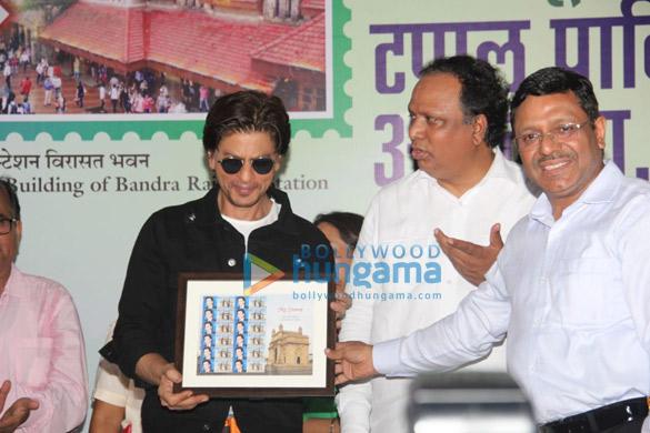 Photos Shah Rukh Khan snapped at an event at Bandra station (2)