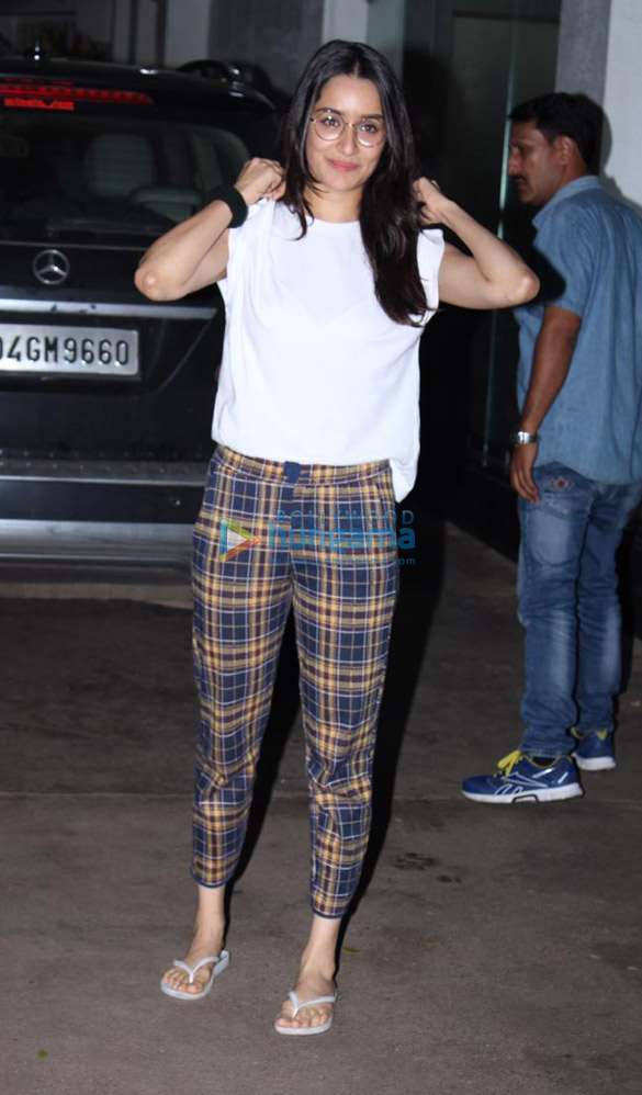 Photos Shraddha Kapoor spotted at Sunny Super Sound in Juhu (3)