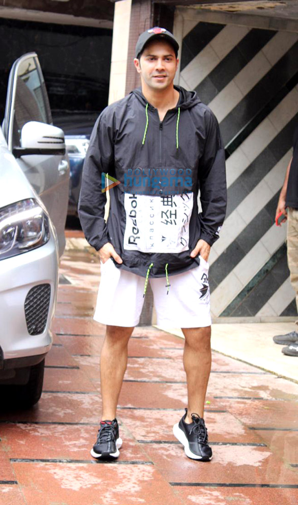 Photos Varun Dhawan spotted at the gym (3)