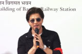 Shah Rukh Khan causes FAN FRENZY at Bandra Railway Station