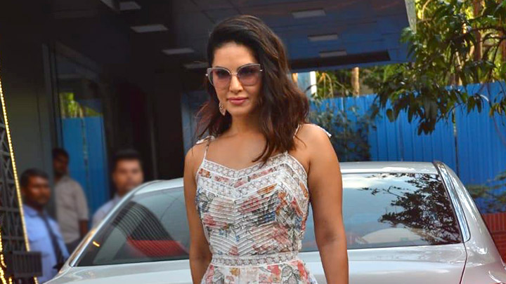 Sunny Leone Spotted at Play School in Juhu