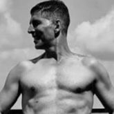 """Don't be a product of a product,"" says Akshay Kumar as he posts a shirtless picture of himself"
