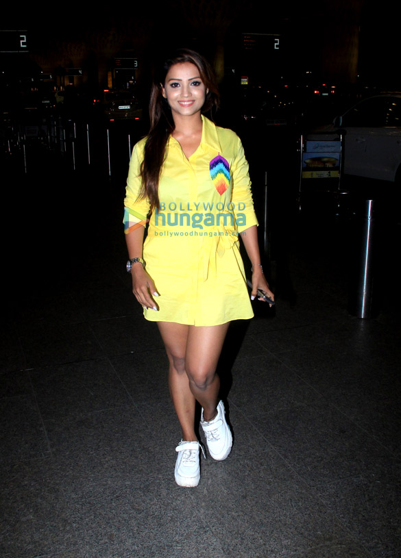 Photos: Adaa Khan, Sohail Khan, Riteish Deshmukh and Yo Yo Honey Singh snapped at the airport