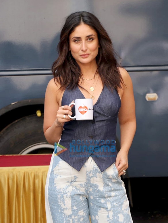 Photos Kareena Kapoor Khan spotted at Mehboob Studio in Bandra for Ishq 104.8 FM (4)