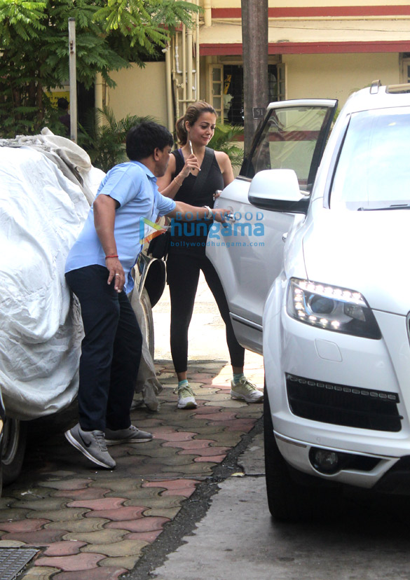 Photos Kartik Aaryan, Shahid Kapoor and others snapped at the gym (2)