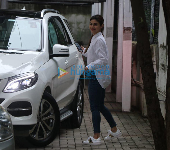 Photos Mouni Roy spotted at Maddock office (3)