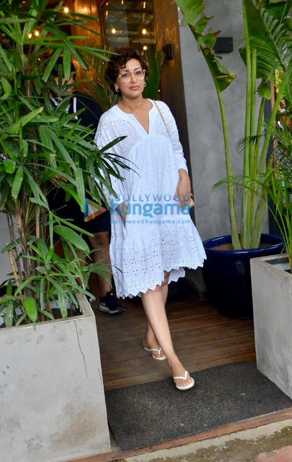 Photos: Sonali Bendre snapped at Kitchen Garden, Juhu