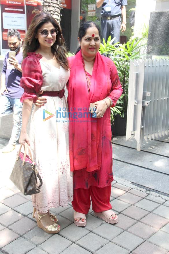 Photos Sonam Kapoor Ahuja, Shilpa Shetty, Jacqueline Fernandez and others spotted at Hakkasan in Bandra (1)