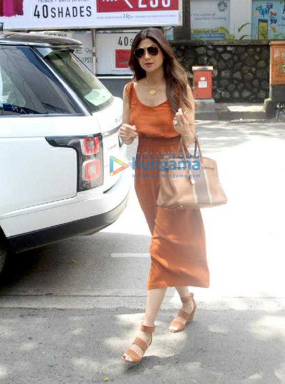 Photos Sonam Kapoor Ahuja, Shilpa Shetty, Jacqueline Fernandez and others spotted at Hakkasan in Bandra (4)