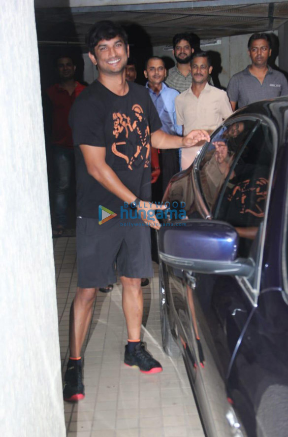 Photos Sushant Singh Rajput snapped at a dubbing studio in Khar (3)