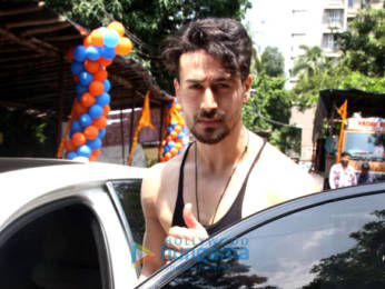 Photos: Tiger Shroff spotted at an astrologer's house in Khar