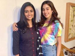 'Zingaat' Girls in a frame! Janhvi Kapoor enjoys her fan moment as she poses with Rinku Rajguru