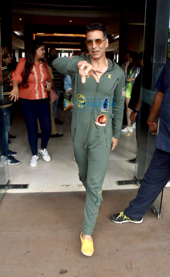 Photos Akshay Kumar, Kriti Sanon and others snapped promoting their film Housefull 4 (6)