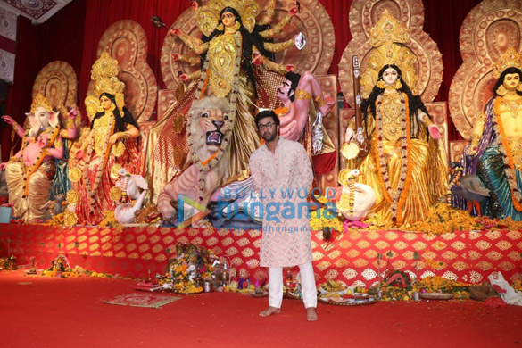 Photos Alia Bhatt, Hrithik Roshan and others snapped during Durga pandal darshan (3)