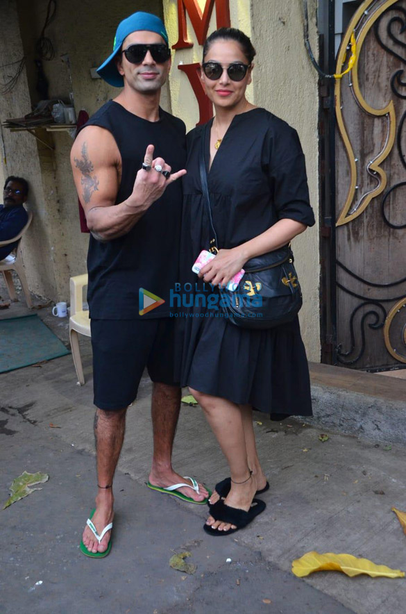 Photos Bipasha Basu and Karan Singh Grover spotted at a salon in Juhu (1)