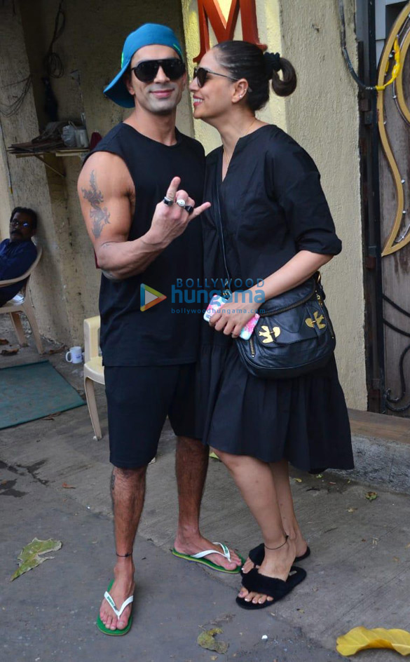 Photos Bipasha Basu and Karan Singh Grover spotted at a salon in Juhu (2)