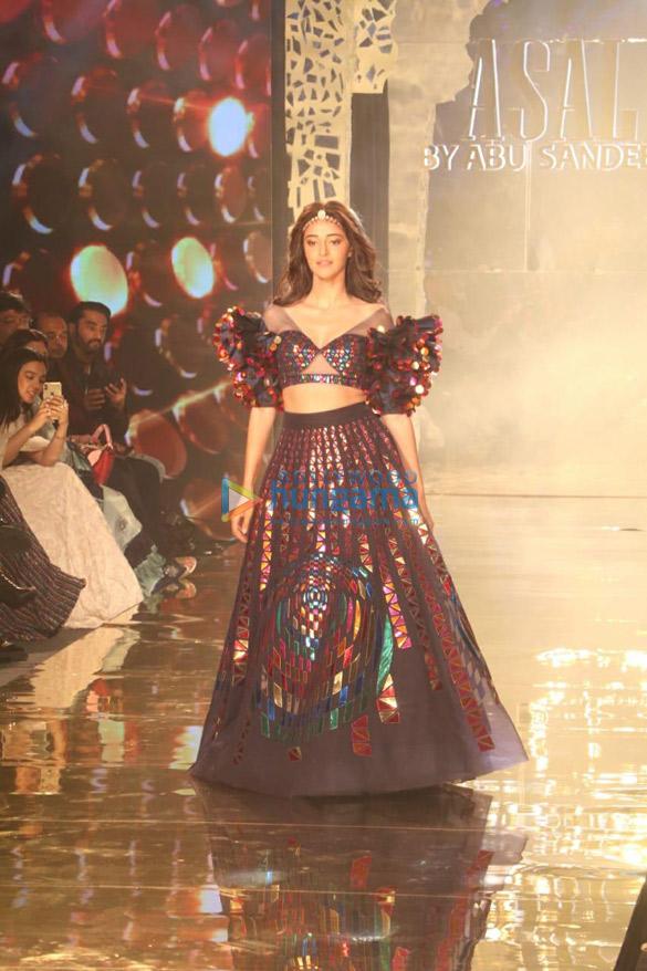 Photos Celebs grace Abu Jani and Sandeep Khosla's fashion show-011 (1)