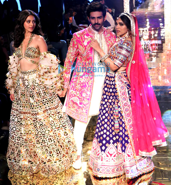 Photos Celebs grace Abu Jani and Sandeep Khosla's fashion show1 (1)