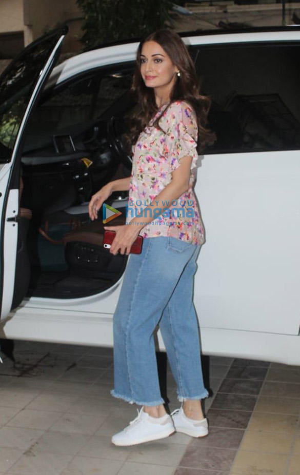 Photos Dia Mirza spotted in Khar (3)