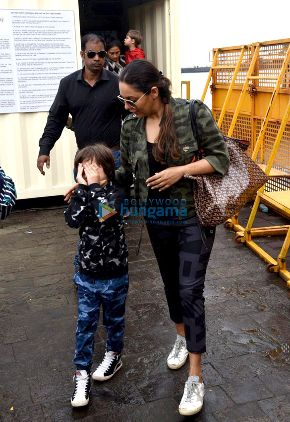 Photos Gauri Khan, Abram Khan and Sussanne Khan snapped at Gateway of India (3)