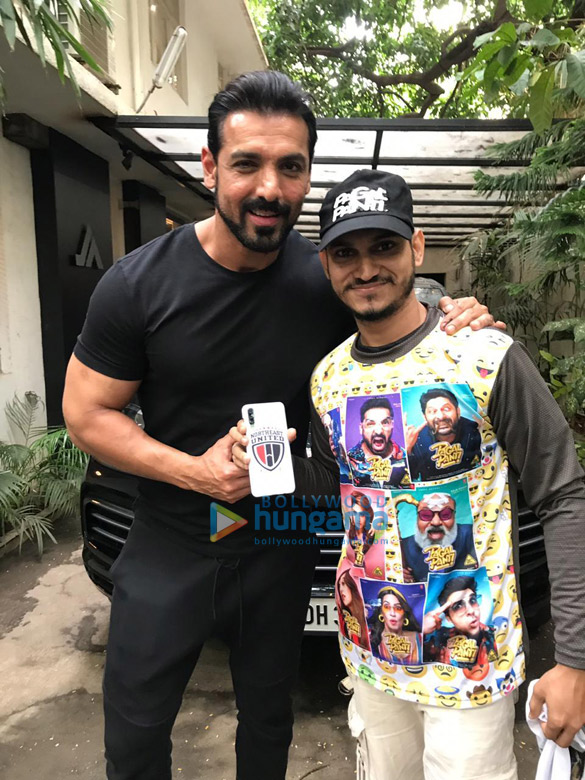 Photos John Abraham snapped posing with fans at his office (5)