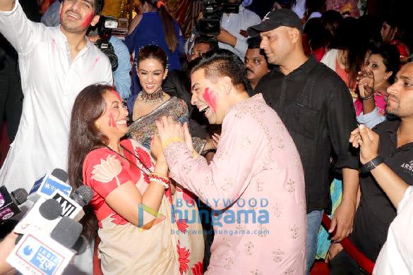 Photos Kajol, Rani Mukerji, Karan Johar and others snapped at Durga Puja (4)