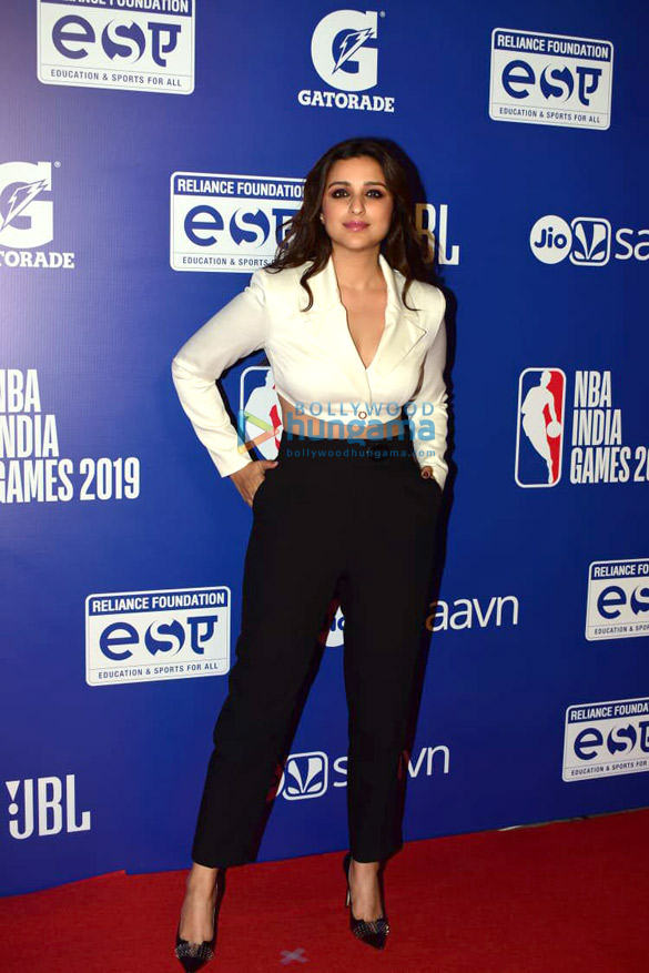 Photos Malaika Arora, Sonam Kapoor Ahuja and others grace the red carpet of NBA India Games 20192 (4)