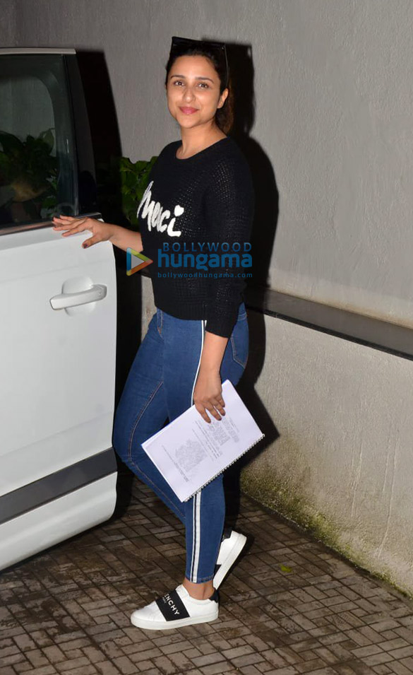 Photos Parineeti Chopra snapped at the old Dharma office (2)