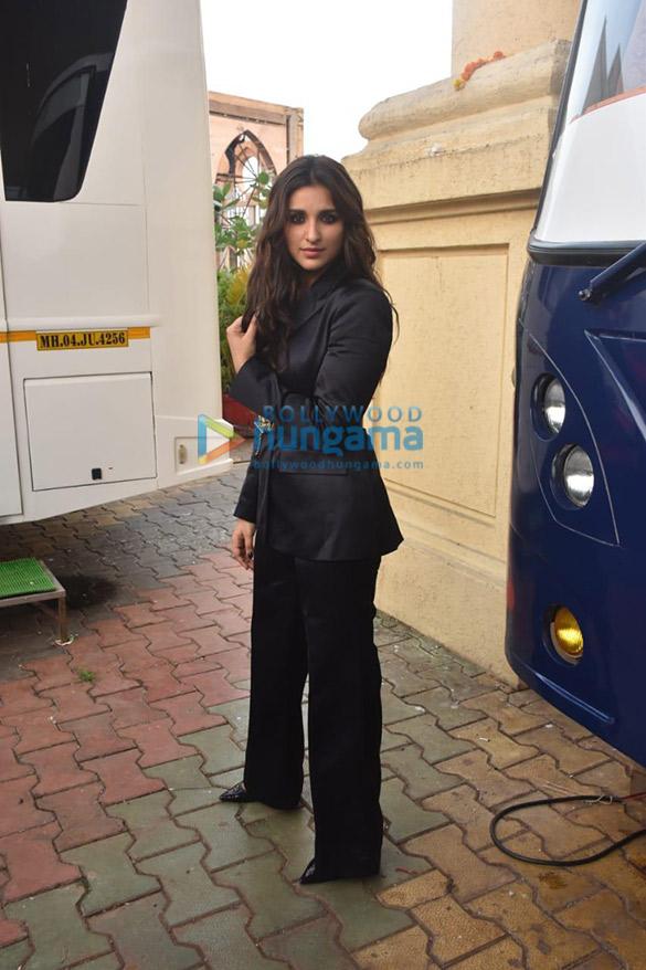 Photos Parineeti Chopra snapped on the sets of Movie Masti show (1)