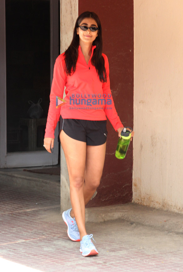 Photos Pooja Hegde spotted at the gym in Bandra (2)