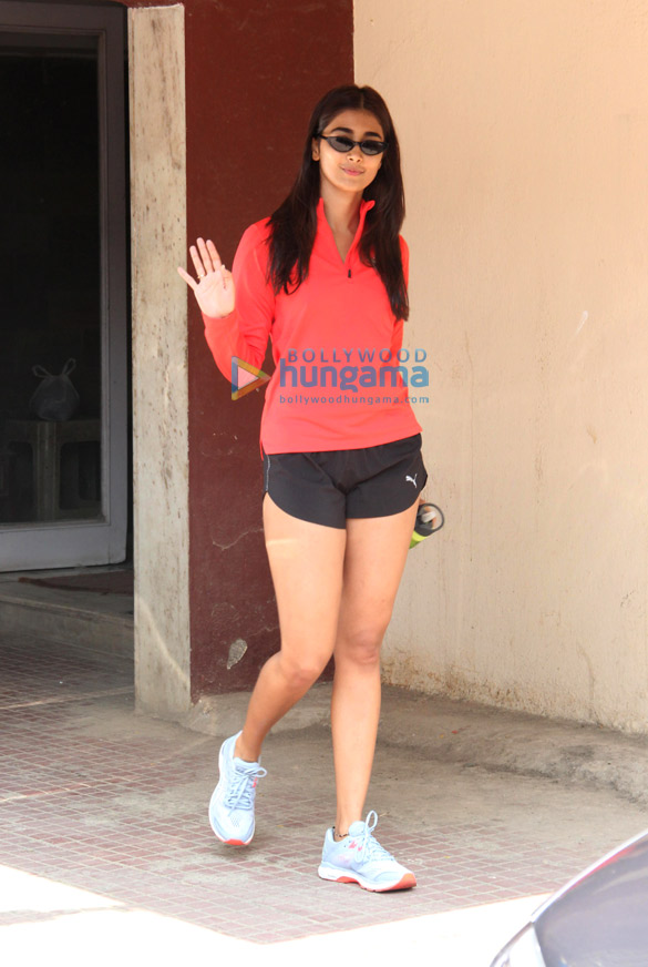 Photos Pooja Hegde spotted at the gym in Bandra (3)