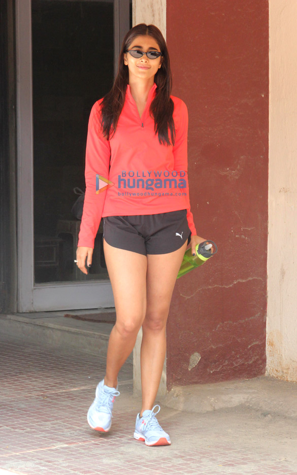 Photos Pooja Hegde spotted at the gym in Bandra (4)