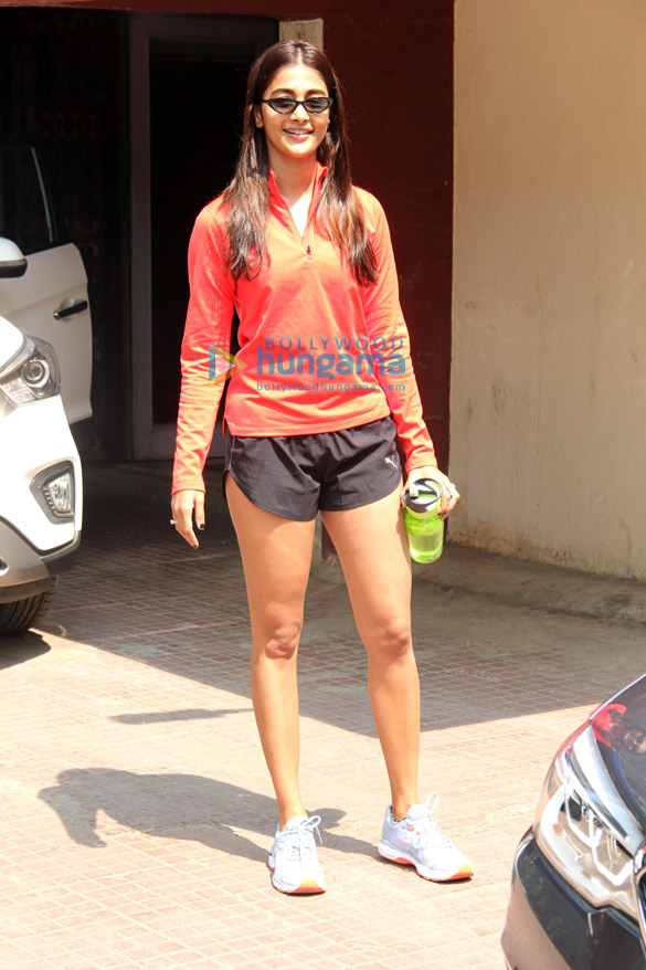 Photos Pooja Hegde spotted at the gym in Bandra (5)