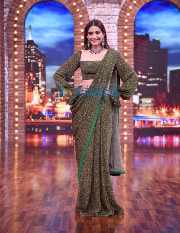 Photos: Rajkummar Rao and Sonam Kapoor Ahuja snapped on sets of Maniesh Paul's show