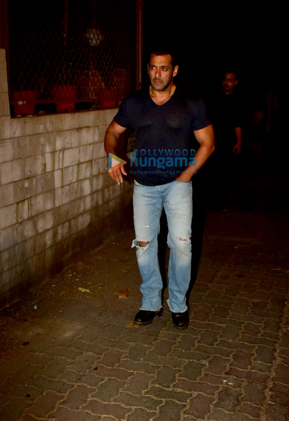 Photos Salman Khan spotted at a recording studio in Bandra (3)