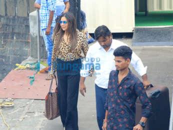 Photos: Shah Rukh Khan, Gauri Khan, Pragya Kapoor snapped at Gateway of India
