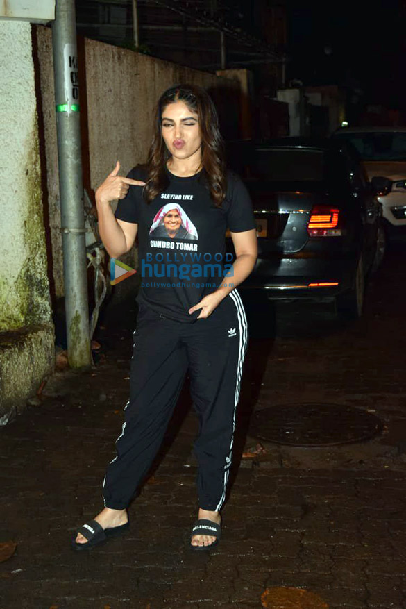 Photos Taapsee Pannu and Bhumi Pednekar spotted at Sunny Super Sound in Juhu (2)