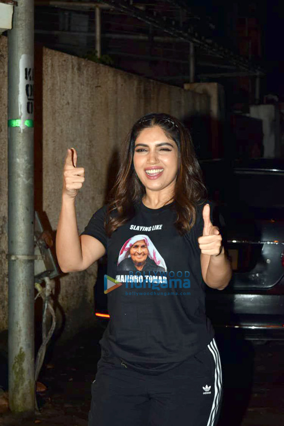 Photos Taapsee Pannu and Bhumi Pednekar spotted at Sunny Super Sound in Juhu (6)