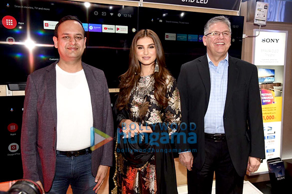 Photos Tara Sutaria snapped at Reliance Digital & OnePlus event (4)