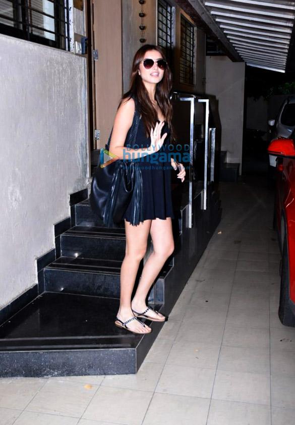 Photos Tara Sutaria spotted at the Matrix office in Bandra (2)