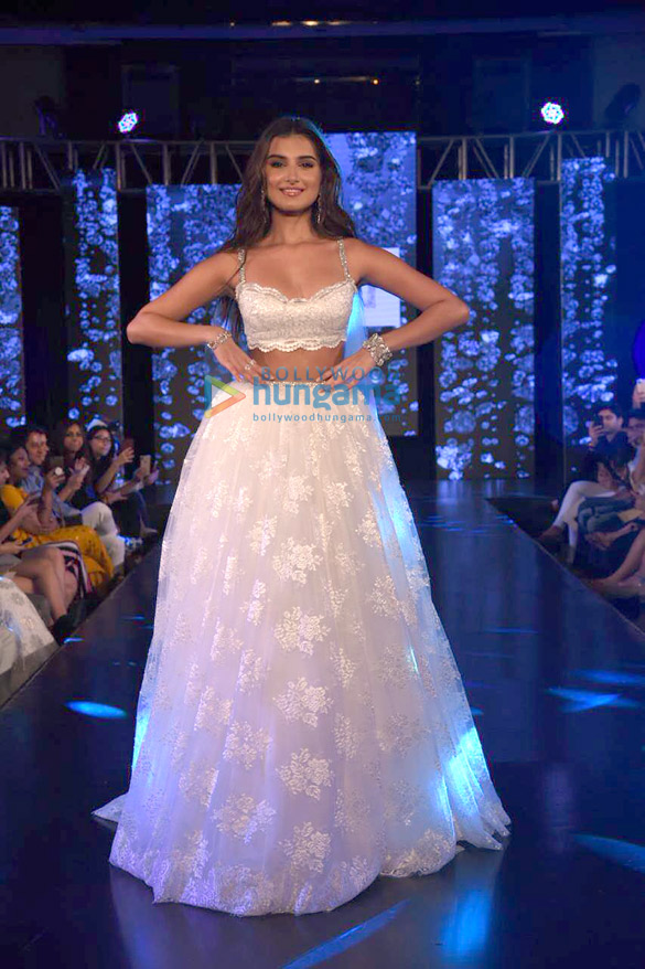 Photos Tara Sutaria walks the ramp for Shehlaa Khan at the Wedding Junction (1)
