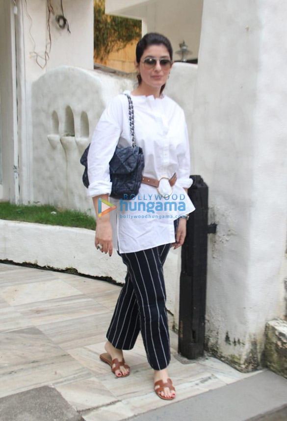 Photos Twinkle Khanna spotted in Bandra (02)