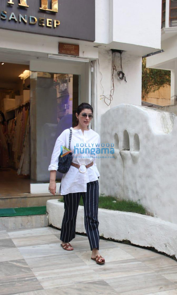 Photos Twinkle Khanna spotted in Bandra (1)